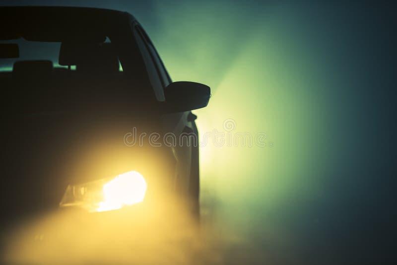 在路的雾在晚上 免版税图库摄影