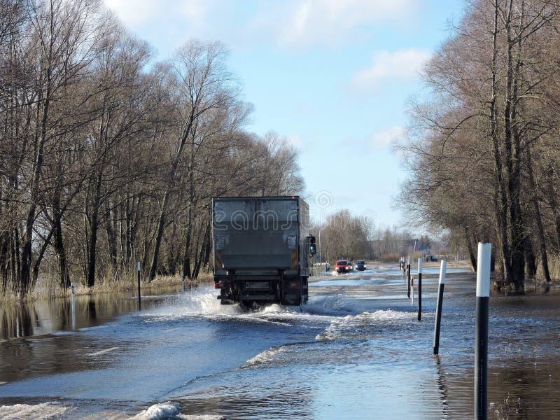 在路的洪水在立陶宛 免版税库存照片