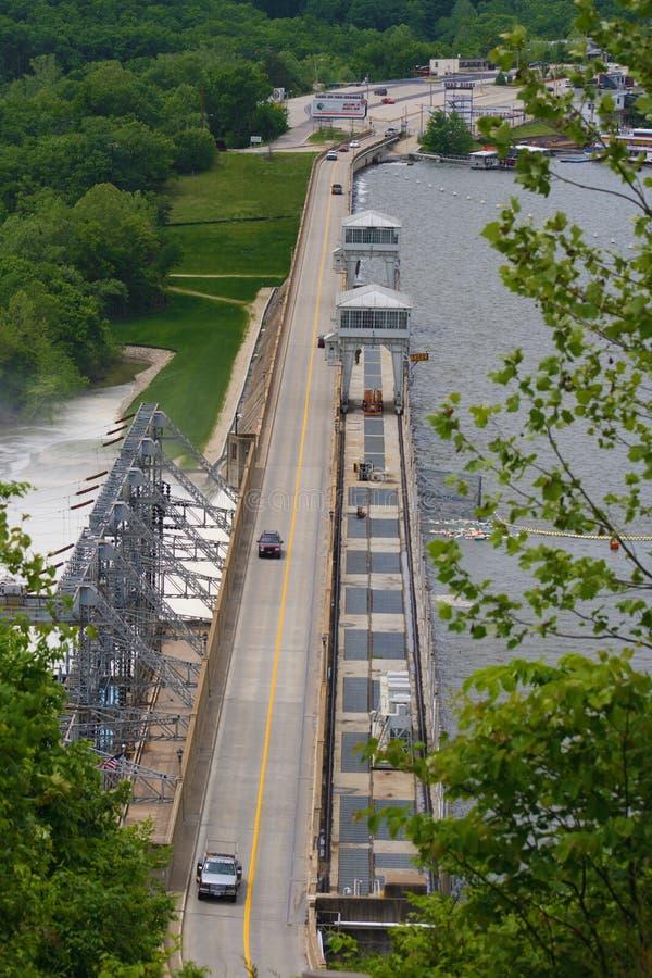 在路的bagnell水坝 免版税库存图片