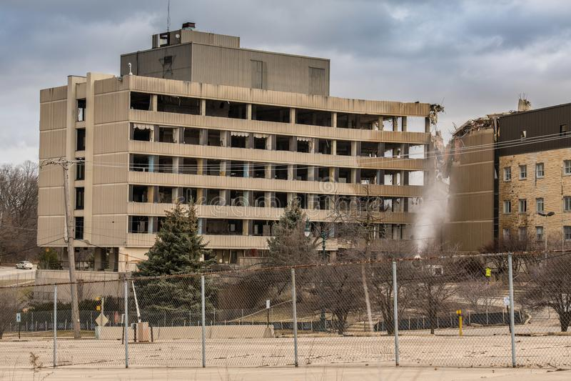 在路线拆毁的老银色发怒医院6在Joliet,伊利诺伊 免版税库存照片
