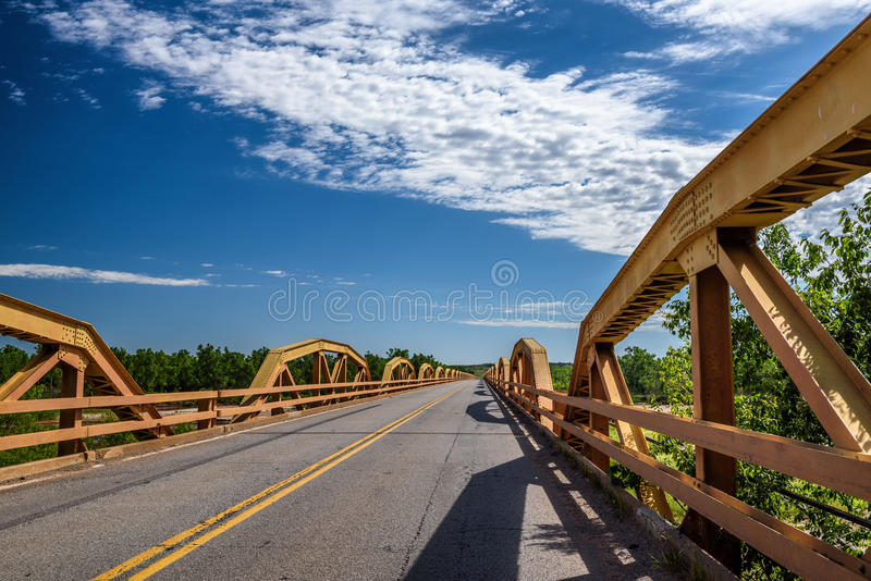 在路线66的小马桥梁在俄克拉何马 免版税库存图片