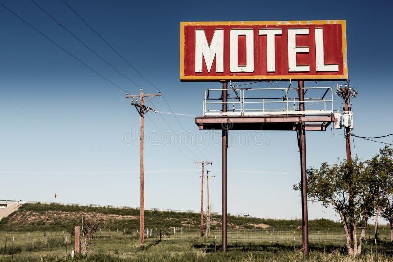 在路线66的老汽车旅馆标志 免版税库存照片