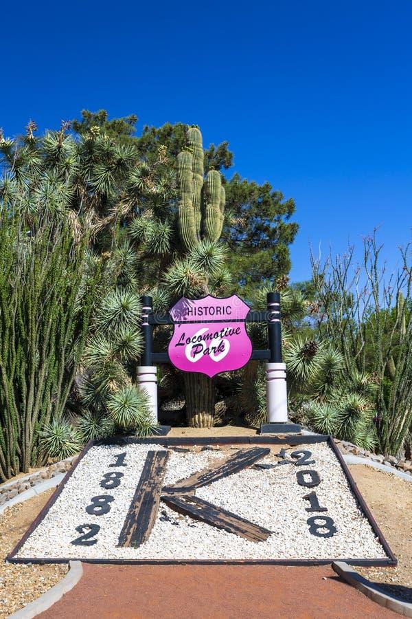 在路线66,金曼,亚利桑那,美国,北美洲的历史的活动公园标志 库存照片