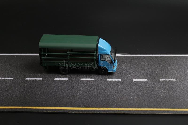 Download 在路隔绝的汽车玩具研了 库存图片. 图片 包括有 玩具, 投反对票, 汽车, 完成, 蓝色, 线路, 检查 - 108712529