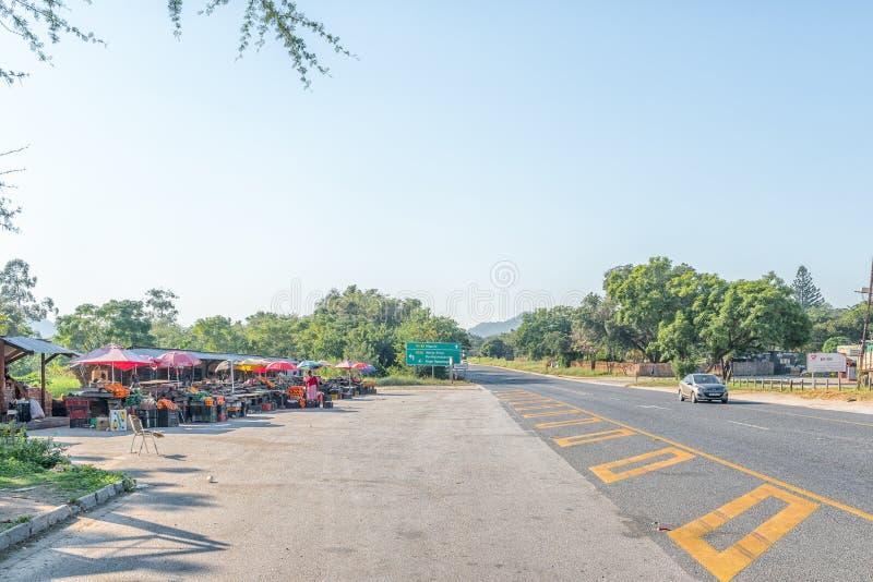 在路N4旁边的供营商摊位在内尔斯普雷特和Malalane之间 免版税图库摄影