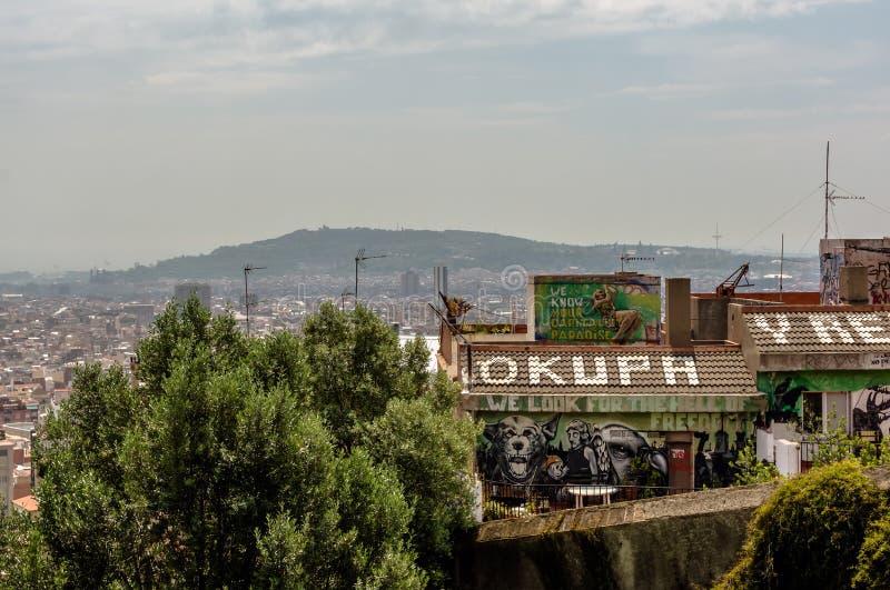 `在蹲的社会中心屋顶的Okupa y Resiste ` 库存照片