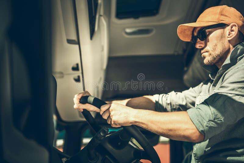 在车里面的卡车司机 免版税库存照片