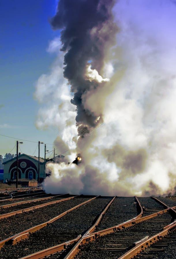 在轨道的火车在Echuca Moama 免版税库存图片