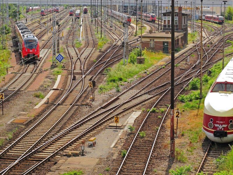在轨道的火车 免版税库存图片