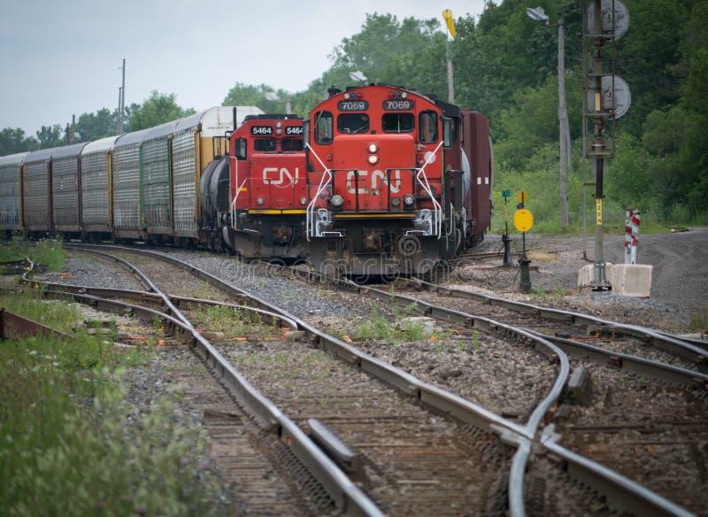 在轨道的CN火车 免版税库存照片