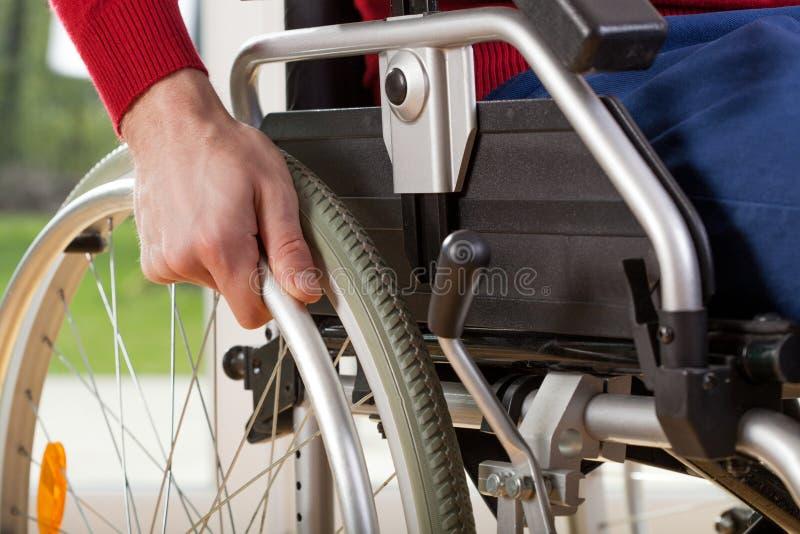 在轮椅的特写镜头可胜任残疾 免版税库存照片