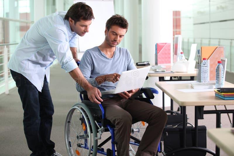 在轮椅的生意人 库存照片