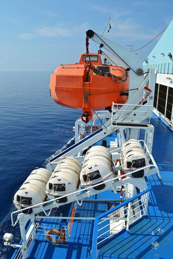 在轮渡的救生艇 库存照片