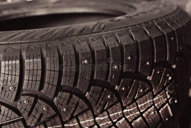 在轮胎的钉汽车的和一特别踩 免版税库存图片