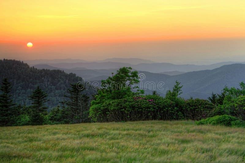 在软羊皮的山的日落 库存图片