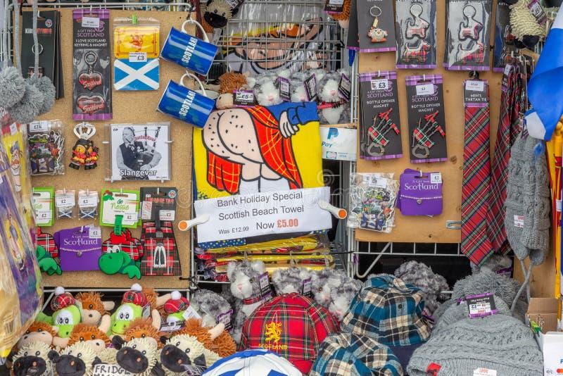 在边界英国和苏格兰的礼品店与苏格兰纪念品 免版税库存图片