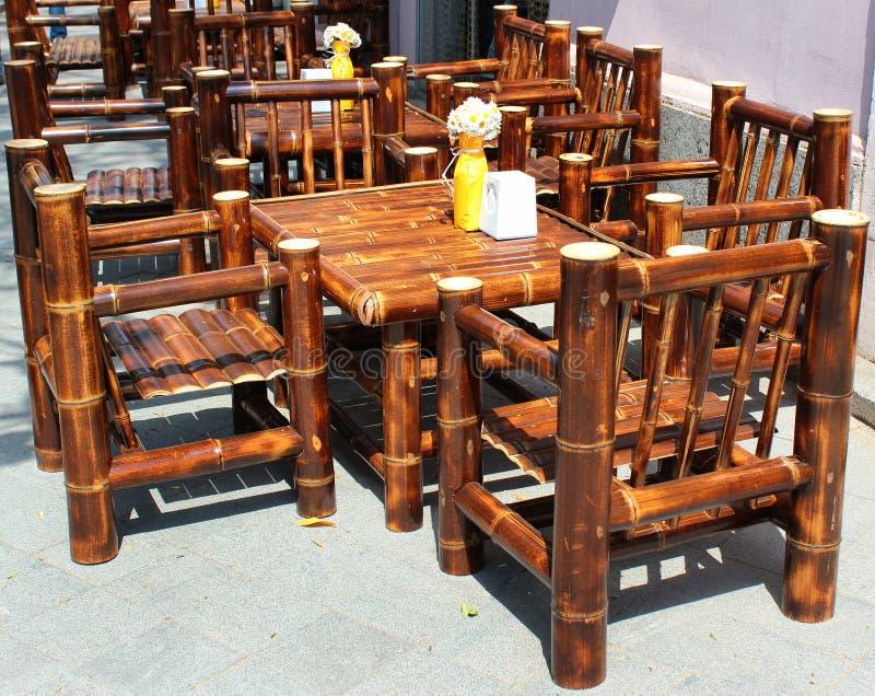 在边路咖啡馆的竹家具,库塔伊西,乔治亚 图库摄影