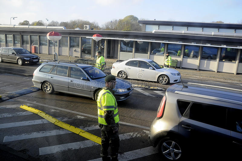 在边防RODBY的丹麦警察 库存照片
