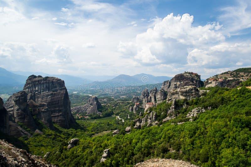 在迈泰奥拉修道院的山景在山的希腊 免版税图库摄影