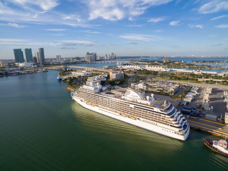 在迈阿密口岸的巡航划线员 免版税库存照片
