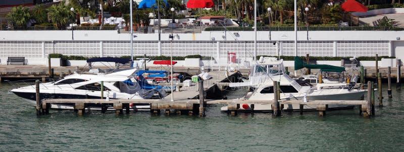 在迈阿密海滩佛罗里达加勒比小船的豪华生活游艇 图库摄影