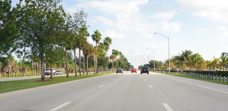 在迈阿密路的汽车 免版税库存照片