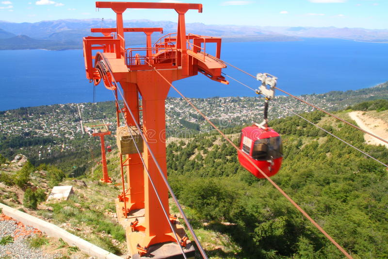 在运动的缆车在塞罗奥多-巴里洛切 库存照片