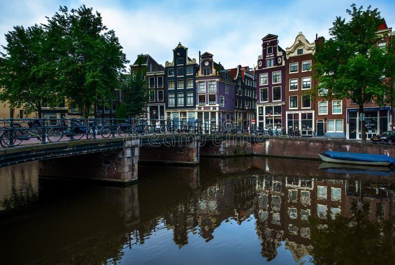 在运河的场面在阿姆斯特丹,荷兰 免版税库存图片