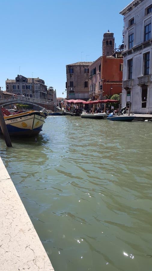 在运河的小船在威尼斯 库存照片