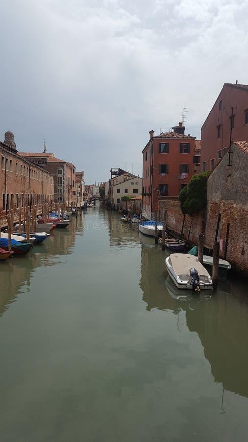 在运河的小船在威尼斯 免版税库存图片