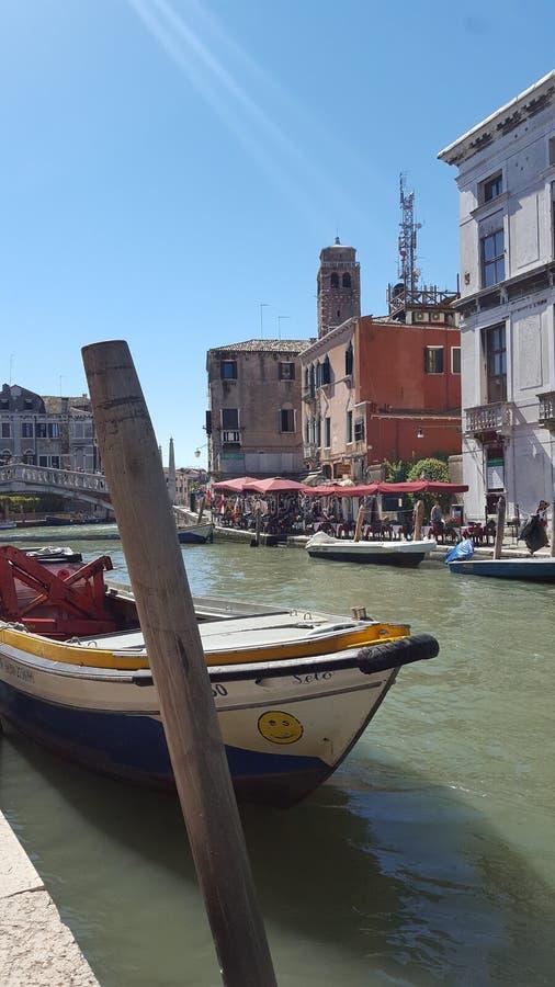 在运河的小船在威尼斯 免版税图库摄影