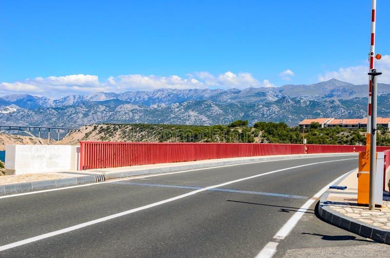 在运河的红色铁路桥梁 克罗地亚 免版税库存图片