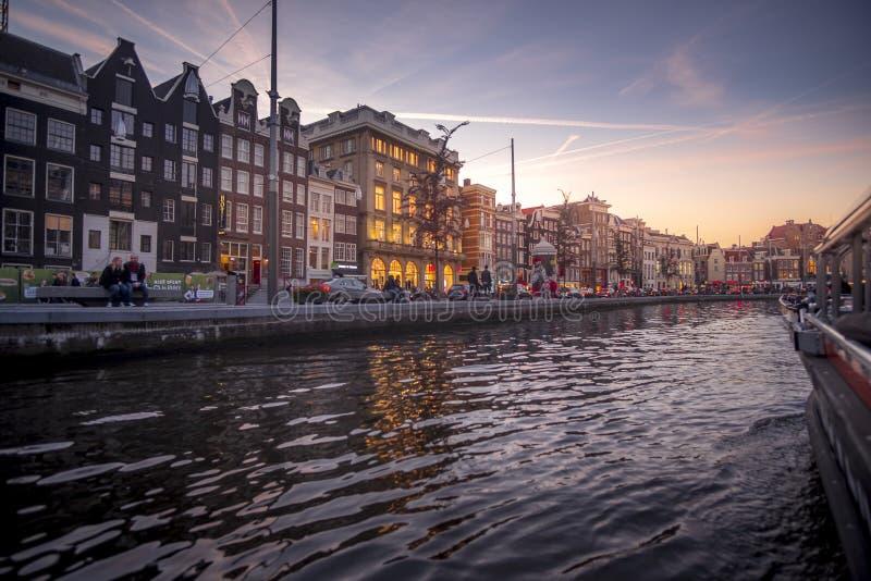 在运河的美好的日落在阿姆斯特丹,荷兰 库存图片