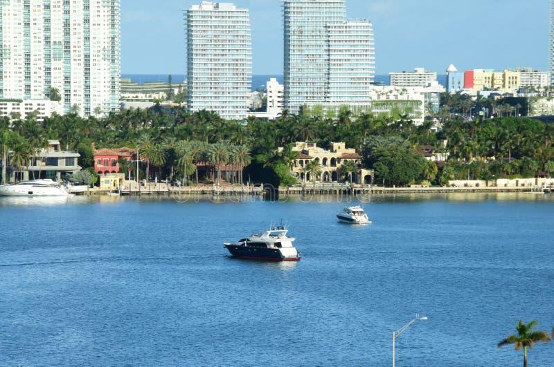 在运河迈阿密海滩佛罗里达的划船 库存图片