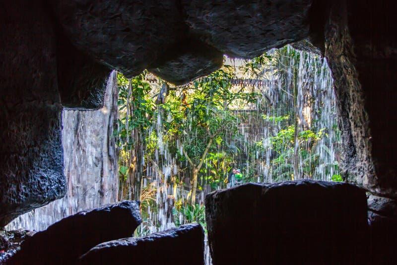 在近的入口里面的石洞 马略卡,西班牙 图库摄影