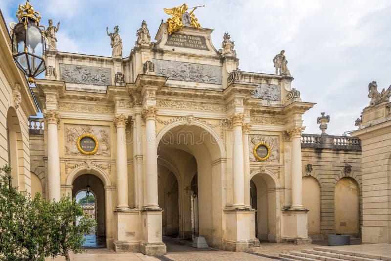 在这里曲拱的看法在斯坦尼斯拉斯附近地方在南希-法国 免版税库存照片