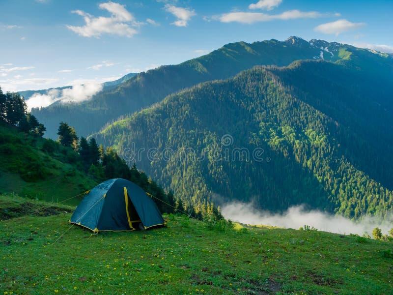 在远足者阵营的帐篷 免版税库存照片