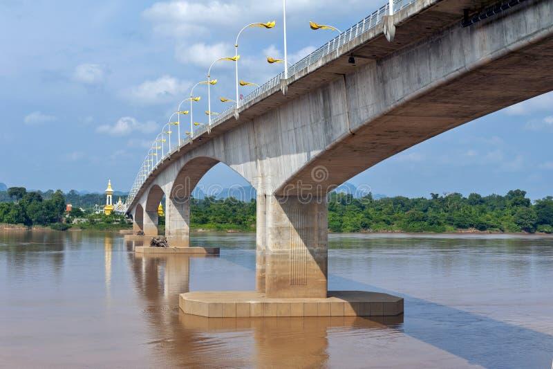 """在连接泰国的湄公河的第三Thai†""""老挝人友谊大桥用老挝 图库摄影"""