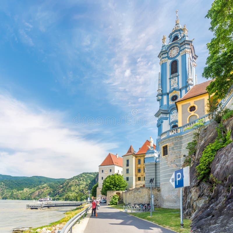 在迪恩施泰因修道院钟楼的看法在迪恩施泰因-奥地利 免版税库存照片