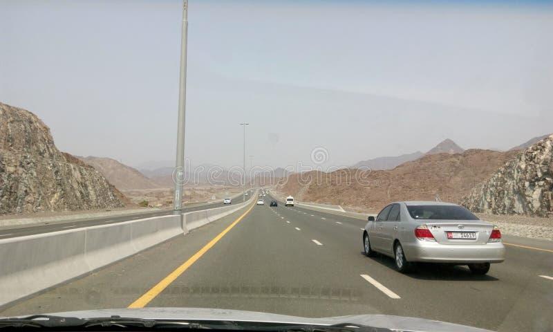 在迪拜之间的路fujera的 免版税库存图片