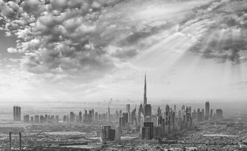 在迪拜的日落,空中地平线 免版税库存图片