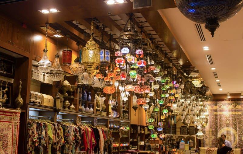 在迪拜购物中心的工艺品项目 库存图片