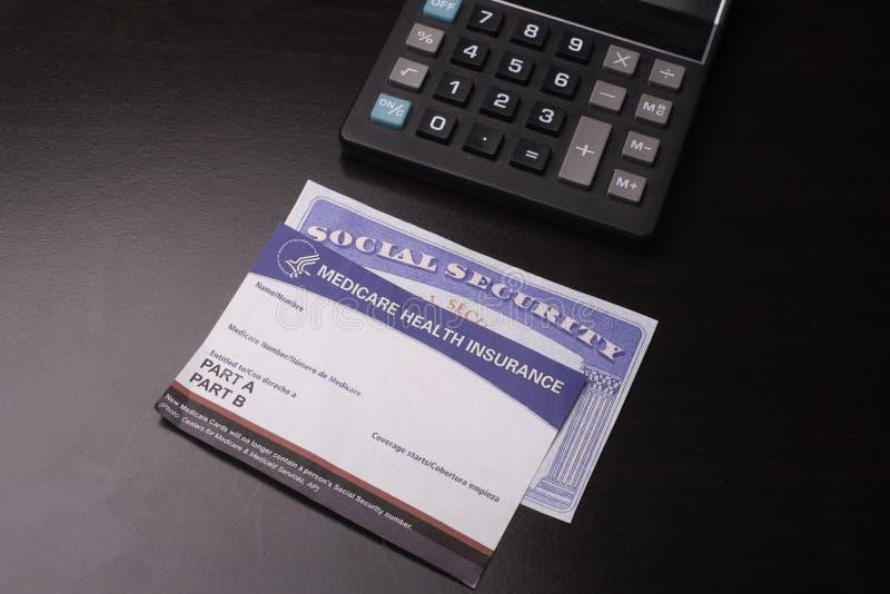 在退休的卡片用于金融证券和提供医疗保健 免版税库存图片