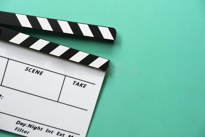 在选材台背景的电影拍板 库存照片