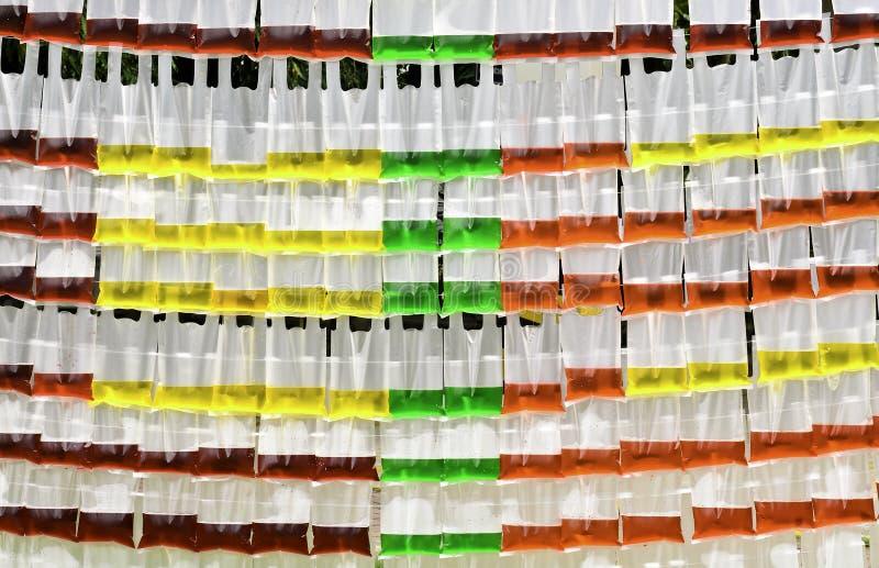 在透亮塑料袋的颜色水 库存照片