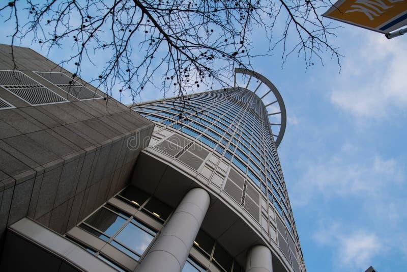在透视Westend塔法兰克福下的摘要 免版税图库摄影