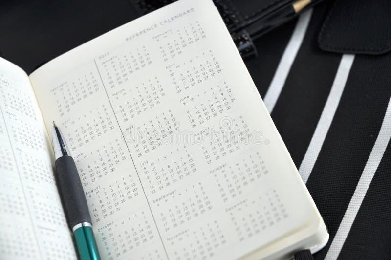 在逐年日历的笔 库存图片