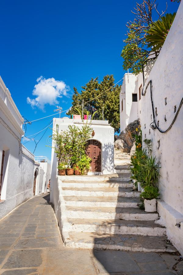 在途中的台阶对Lindos罗得岛,希腊上城  免版税库存图片