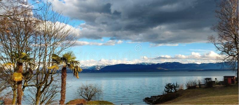 在途中的湖视图向伯尔尼瑞士 图库摄影