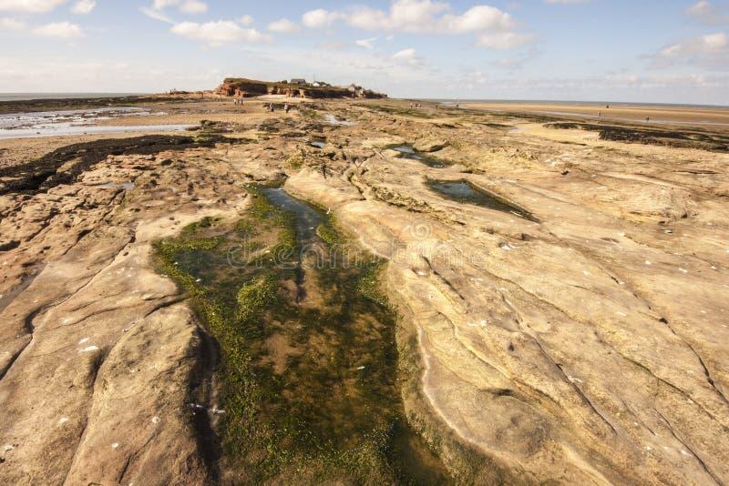 在途中的Rockpool到Hilbre海岛,西部柯尔比, Wirral,英国 免版税库存图片